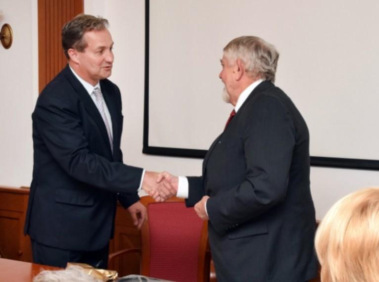 Közeli prof dr. Polgár Csaba onkológus főigazgatóval