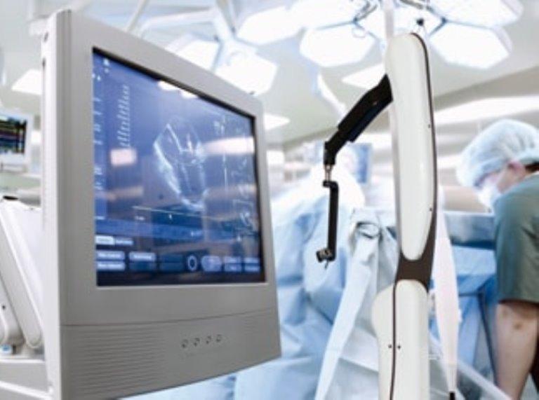 Saját robotkarral műtenek a halasi kórházban