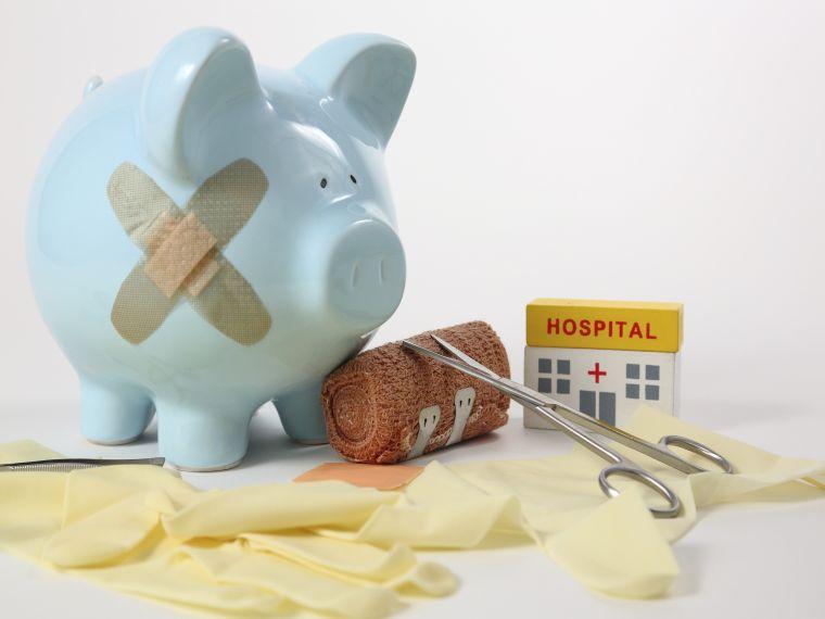 Túlterhelt, pénzügyileg kivéreztetett kórházakra szakadt rá a járvány