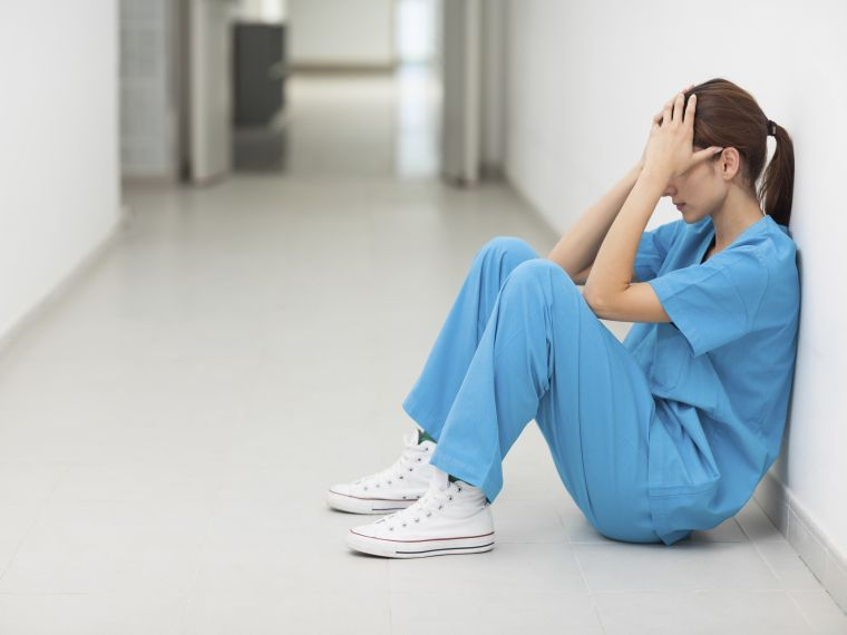 Felmondási hullámtól tart az egészségügyi szakdolgozói kamara