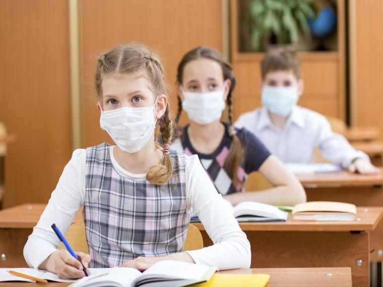 Szakmai érvek sora szól az iskolabejárati lázmérés ellen